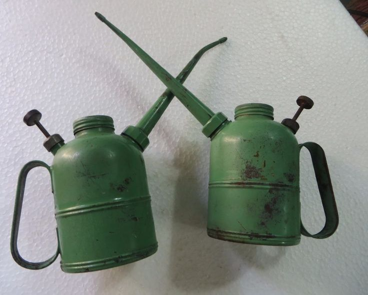 """Vtg Green Oil Can Metal Oilier 6"""" Spout Lubricant tin container C 1950 2pcs lot #Prima"""
