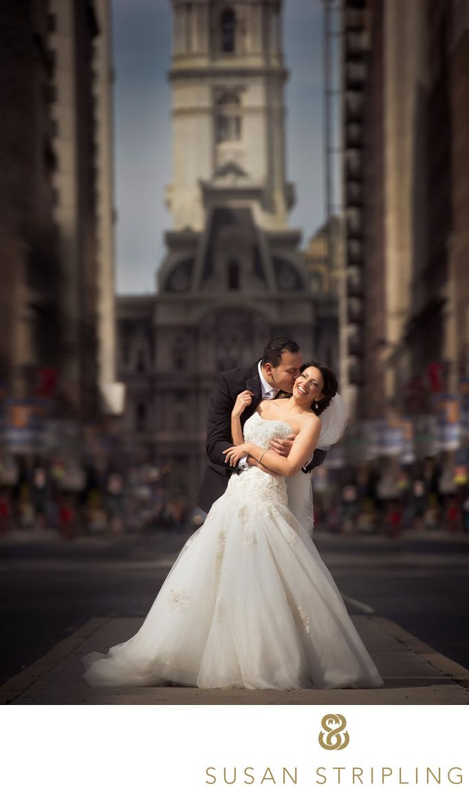 Susan Stripling Photography - hiladelphia City Hall wedding pictures: If you're getting married in Philadelphia, chances are you've seen Philadelphia City Hall wedding pictures. I can see why so many brides and grooms want to be photographed there! The architecture of City Hall is so beautiful, and the building is so iconic. For this Pen Ryn wedding, the bride and groom were married at a church in Philadelphia. After the ceremony, we took some family formals at their church, and then sent…