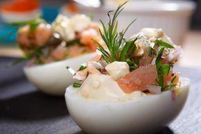 Fyllda ägghalvor med gravad lax och senapscrème fraiche | Vin & Gastronomi
