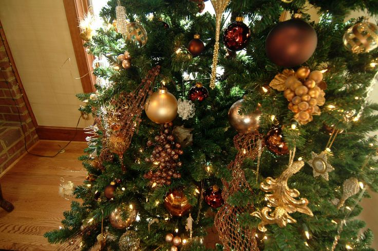 christmas decorations ideas big mesh | used an assortment of mesh ribbon, ornaments, berries, and a few ...