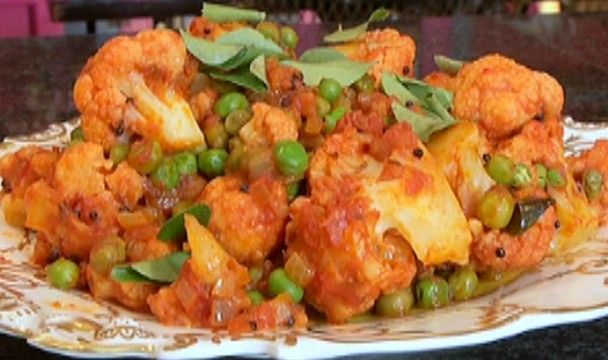Cauliflower and Pea Curry : Food : The Home Channel