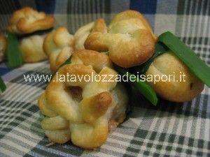 Fagottini di carne con pasta brisè   http://www.latavolozzadeisapori.it/ricette/fagottini-di-carne-con-pasta-brise