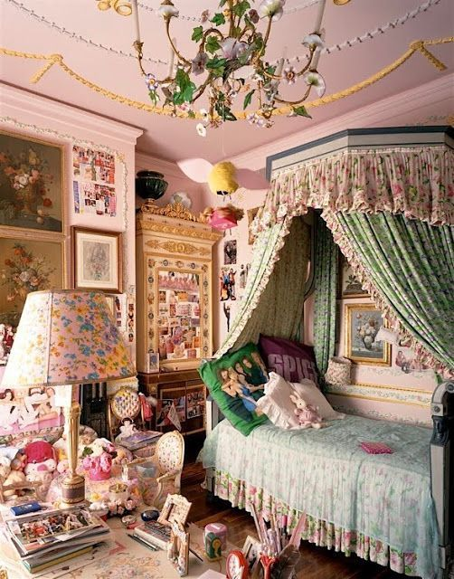 allegra versace's chilhood bedroom