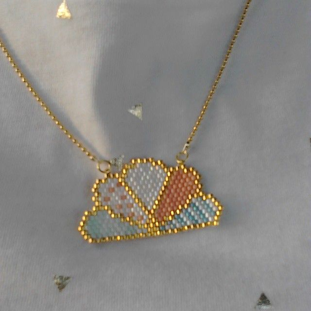 Nouveau collier inspiration #despetitshauts #perlesmiyuki #brickstitch