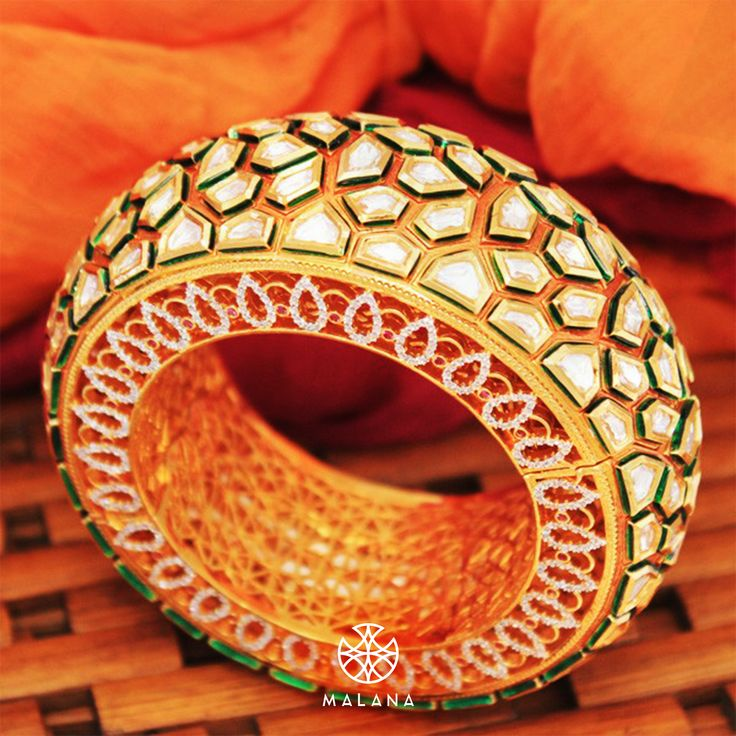 Another classic creation - the royal majestic kada from our Falaknuma collection. Need we say more?  #malana #malanajewels #ensemble #bracelet #india #jewels #jewellery #jewelry #womenaccesoories #girl #kada #girl #ensemble #ootd #bangle #collection #instafashion #fashionable #trend #chic #modern #traditional #mumbai