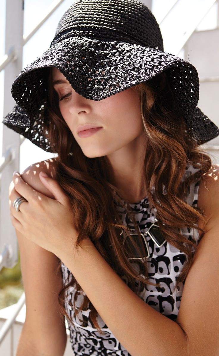 a super chic raffia hat that packs perfectly for easy travel