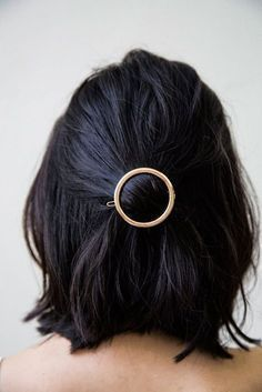Gold hair clip #shorthairstyles #WomenHairstyles