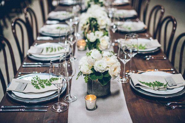 Elegant green wedding reception wiht white flowers