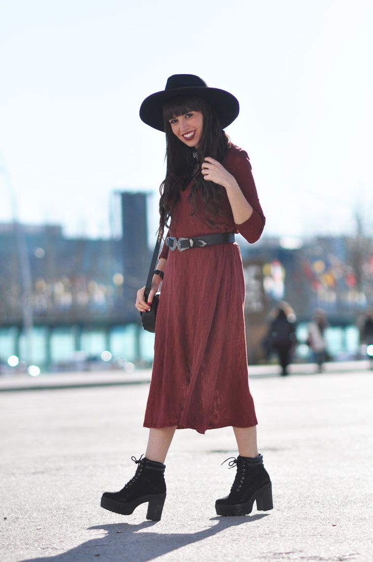 Bohostyleit's also a good choice for yourwinter outfits. Once more complementsand accessories will become the most important part of the outfit. Don't miss today's street style outfit!