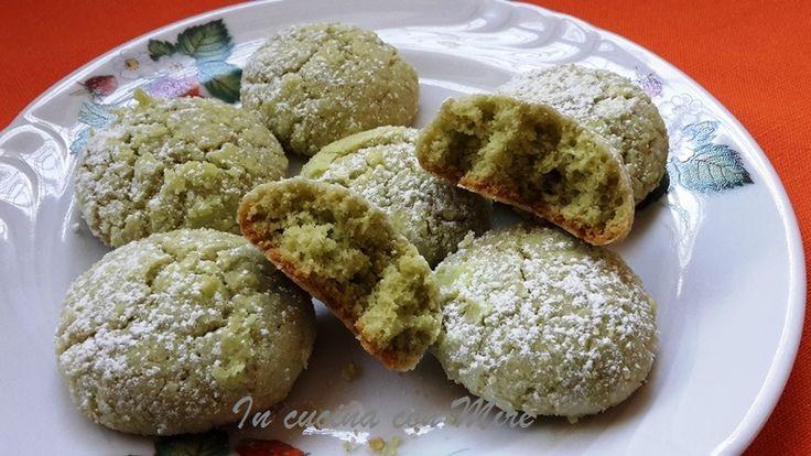 I biscotti al pistacchio sono veramente gustosi e delicati è un piacere mangiarli nel pomeriggio, a fine pasto o quando si ha voglia di qualcosa di dolce.