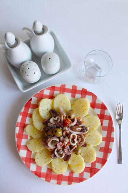 La Tavola Allegra: Insalata di Polpo Moscardino con Patate e Mix di Olive Denocciolate