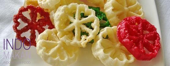 Kue Kembang Goyang - Fried sweet biscuits