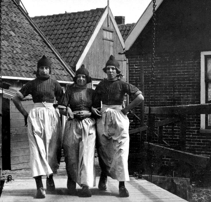 Women in traditional Dutch dress