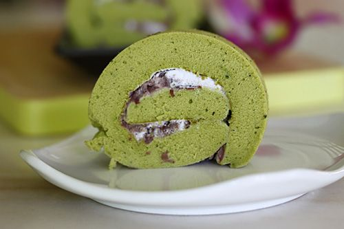 Matcha Roll | Green Tea Swiss Roll | Easy Asian Recipes at ...