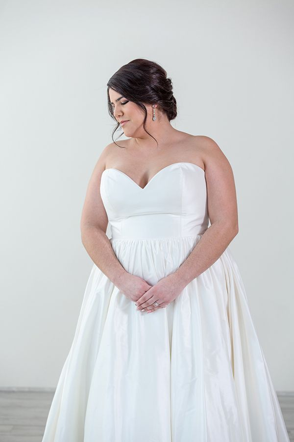 98b57f4d1ec5 Pin by Charlotte's Weddings & More on Plus Size Wedding Gowns in 2019 |  Minimalist wedding dresses, Plus size wedding gowns, Wedding dresses