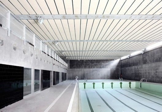 Sports Center and Indoor Pool / Alday Jover Arquitectura y Paisaje