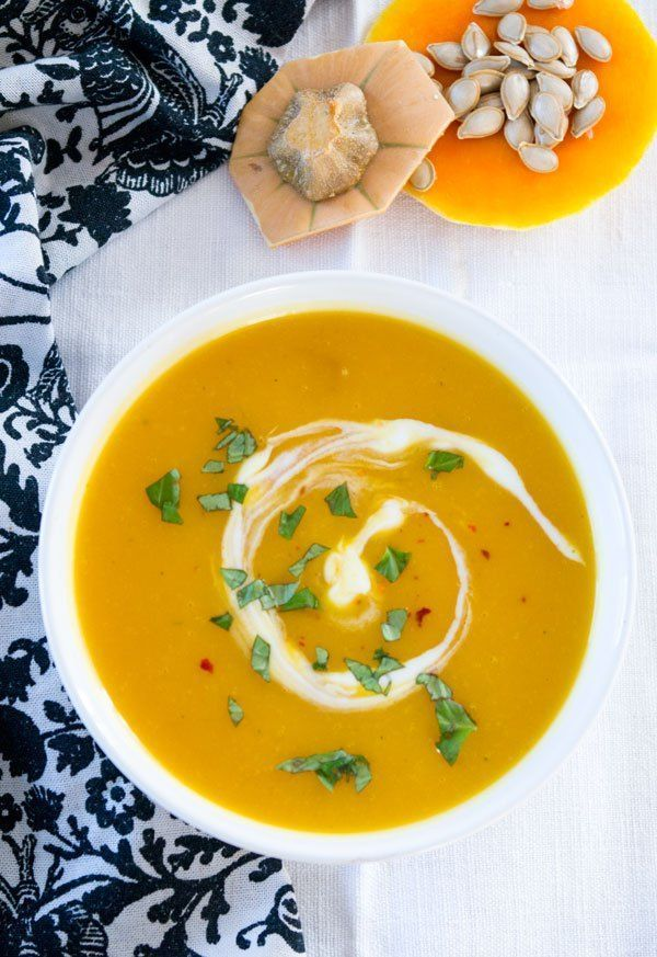 Kürbissuppe mit Ingwer und Kokosmilch - die leichte Variante. Simpel, schnell, unheimlich lecker. Zu finden auf http://www.einepriselecker.de