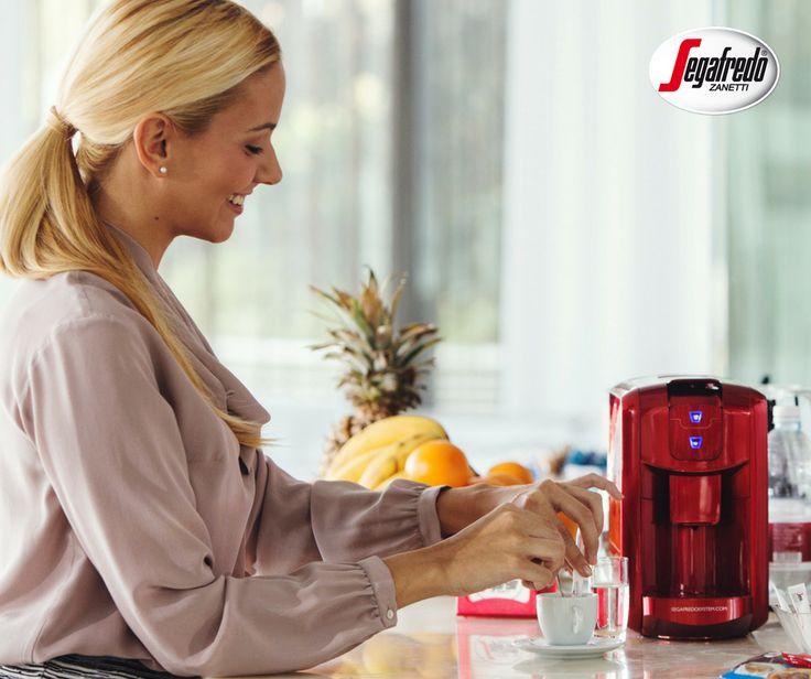 Chąc przygotować ją w domu, ciesząc się bogatym aromatem i gładką cremą, warto zakupić ekspres kapsułkowy Espresso 1.  Tym bardziej że teraz dostępny jest w specjalnej ofercie ze spieniaczem mleka i pakietem kapsułek:http://www.sklepsegafredo.pl/ekspres-espresso-1-spieniacz-30-kapsulek,id105.html#segafredo #sklepsegafredo #coffee #kawa #coffeemachine #crema #coffeetime #espresso #italianstyle