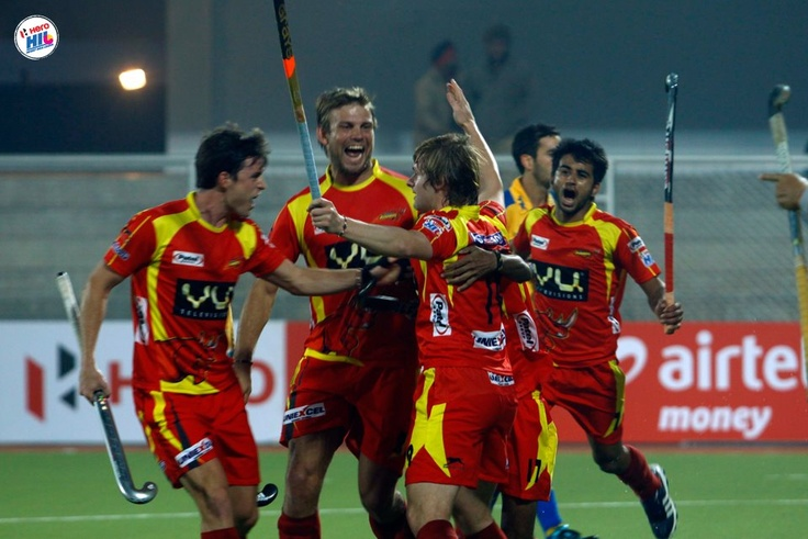 Ashley Jackson of England scores for the Ranchi Rhinos in the #HIL #fieldhockey