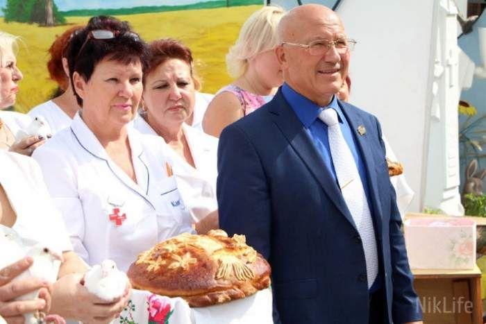 Николаевский приют отпраздновал свой 15-й день рождения  http://novosti-mk.org/events/obrazovanie/7745-nikolaevskiy-priyut-otprazdnoval-svoy-15-y-den-rozhdeniya.html  В любое время были николаевцы, которые поневоле оказались на улице, от которых отказались даже родные дети. Главной их проблемой всегда было одиночество и чувство ненужности.  #Николаев #Nikolaev {{AutoHashTags}}
