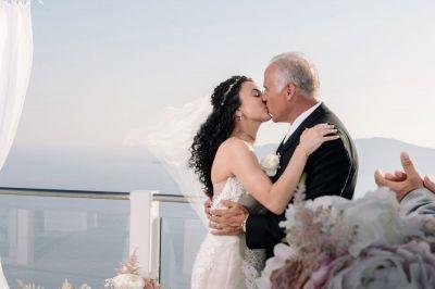 Elegant Wedding At Rocabella, Santorini. Photography by Phosart  See their wedding story here: http://photographergreece.com/en/photography/wedding-stories/888-elegant-wedding-at-rocabella-hotel
