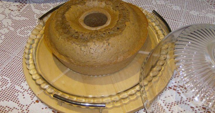Bolo de Café  Ingredientes: - 2 chávenas de chá de açucar; - 3 chávenas de chá de farinha; - 1 c. c. de fermento em pó; - 3 ovos; - 3/4 de c...