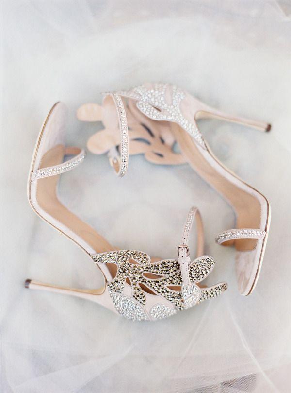 Zapatos joya by Sergio Rossi que hacen las delicias tanto de novias como invitadas vía Style Me Pretty