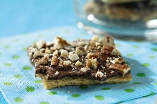 4-star breakaways combine sweet chocolate and nut topped toffee on a HONEY MAID graham cracker crust.