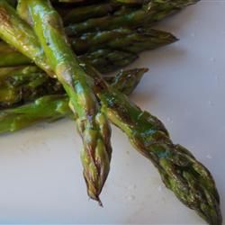 Yummy Grilled Asparagus | Is it the magic of the grill or the lemon pepper? Who cares?! It's delicious!