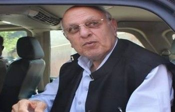 Farooq Abdullah and Omar cast votes for Srinagar seat