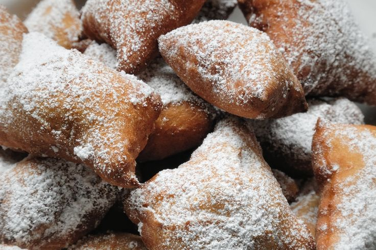 """Mutzenmandeln"" German Fritters ""Mutzenmandeln"" is a typical German biscuits that is baked in cold season to rollicking celebrations including New Year's Eve and Carnival."