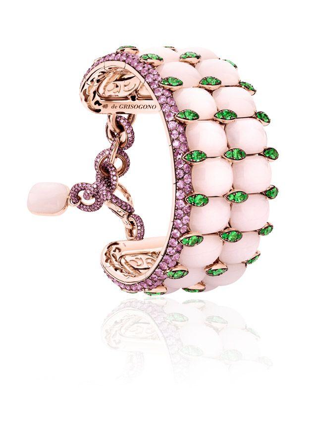 o detalhe desse bracelete, até a corrente possui pedras e o interior diamantes
