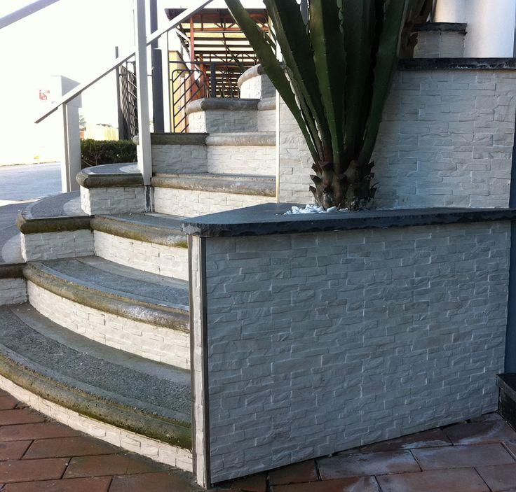Oltre 25 fantastiche idee su scale esterne su pinterest ringhiere per terrazze scale da - Scale in giardino ...