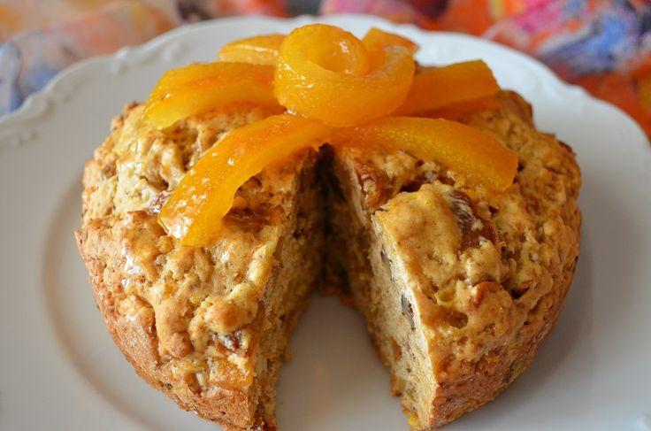 ένα κέικ από τα παλιά.... Η Κατίνα μας έφτιαξε αυτό το πολύ νόστιμο νηστίσιμο κέικ με τη συνταγή της κυρίας Μαρίκας. πώς να το φτιάξουμε: Κοσκινίζουμε το αλεύρι και προσθέτουμε την σόδα και το μπέι...