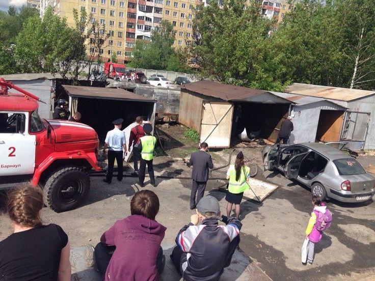 Не автомобильная стоянка, а гараж горел в Барнауле