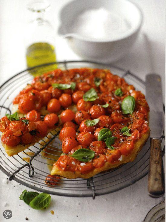 #TarteTatin met tomaatjes en basilicum uit Baking made easy, Lorraine Pascale. #Food #Inspiration