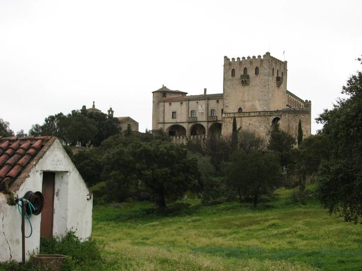 Otra vista del Castillo de Piedrabuena.