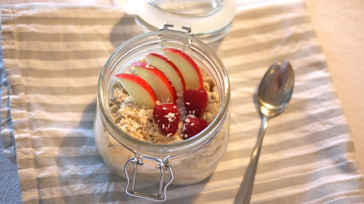 Kjøleskapsgrøt med eple og nøtter