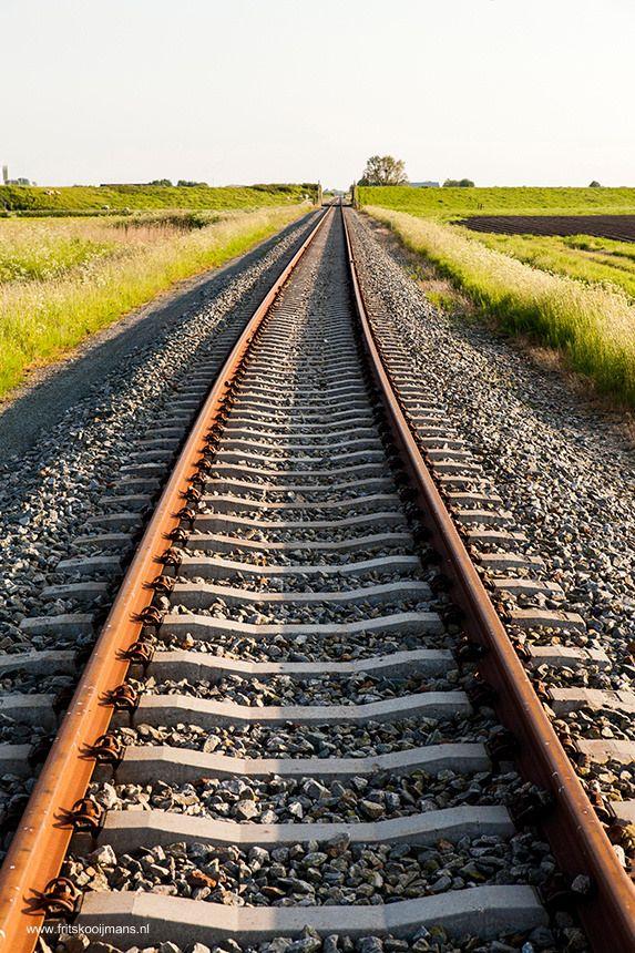 Bijna alle stoffen zetten uit bij een temperatuurstijging. Ze krimpen als de temperatuur daalt. Als een spoorlijn gelegd wordt moeten architecten en ontwerpers daar rekening mee houden.