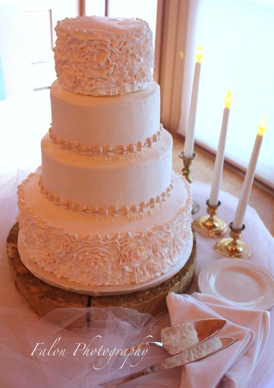 WeddingPhotographyMN WeddingCake HowSweetItIsCakes In DuluthMN Photo By Wedding MealsWedding VendorsWedding CakesLutsen