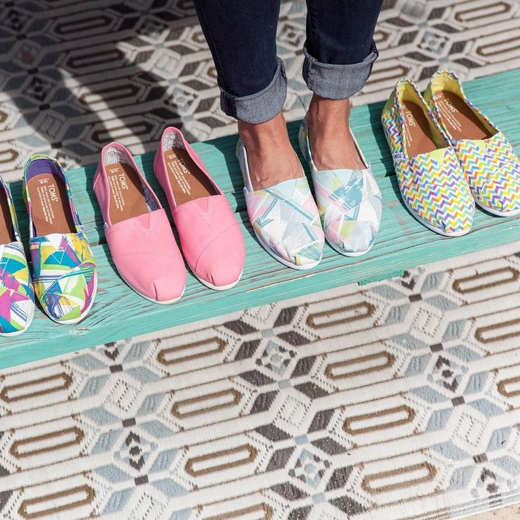 #Toms triangles. #Tomsshoes #tomsxopen24 #colourfullshoes