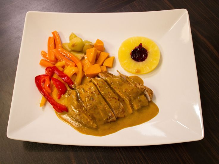 Marinerad kyckling, serveras med kokoscurrysås   Recept från Köket.se
