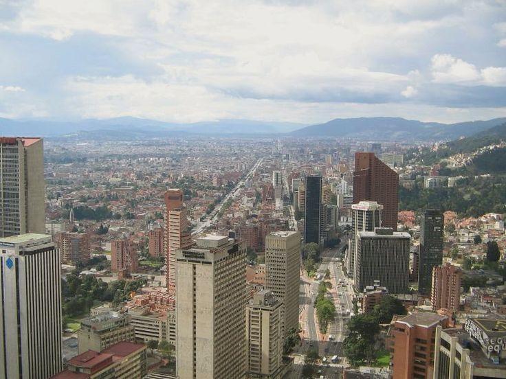 https://upload.wikimedia.org/wikipedia/commons/4/45/Bogot%C3%A1_Skyline.jpg