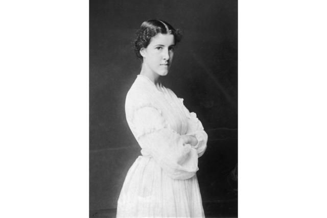an analysis of the medical profession in charlotte perkin gilmans the yellow wallpaper The yellow wallpaper is a short story by american writer charlotte  charlotte  perkins gilman circa 1900  gilman portrays the narrator's insanity as a way to  protest the medical, professional, and.