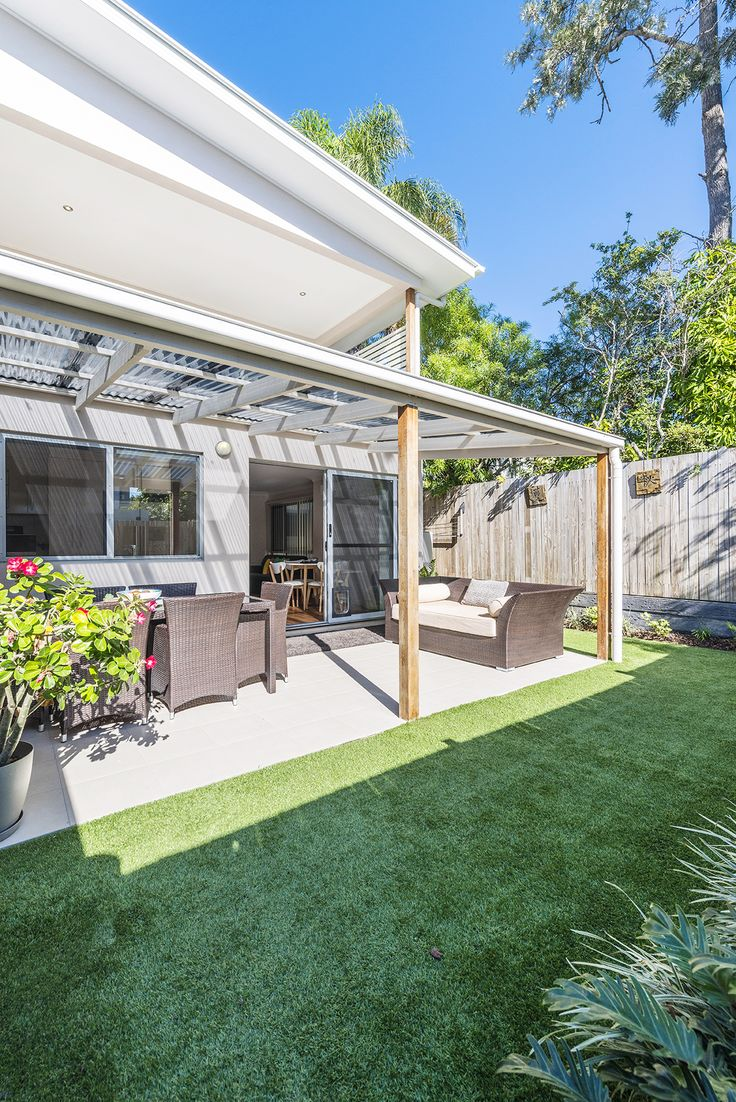 CARINA 4/31 Waratah Avenue...Peacefully located in the leafy surrounds of Carina, this immaculate three bedroom townhome provides a low maintenance lifestyle.