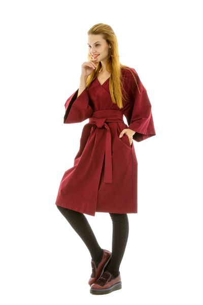 Фото пончо на велюровое женское вишневое платье