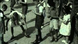Spelende schooljeugd