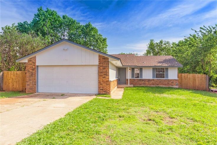 #NewPrice  ‼️MOVE IN READY‼️Recently updated with Granite Counter Tops, Appliances, Paint & Flooring! 3701 OAKCLIFF DR, #OKC , OK 73135 Was $115,000 NOW $99,900 📲 me, BENJAMIN FLOYD 405-641-0022 for more info or to schedule your private tour! 525 Realty Group at The Kivlehen House www.BenjaminFloydHomes.com #525RealtyGroup #Oklahoma #OKC #OKCHomes #OklahomaCity