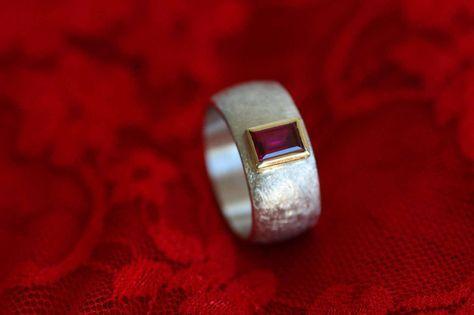 Rubin - Ring - Silber mit mit fac. synth.Rubin in Gold  - ein Designerstück von Schmuck-Skulptur bei DaWanda