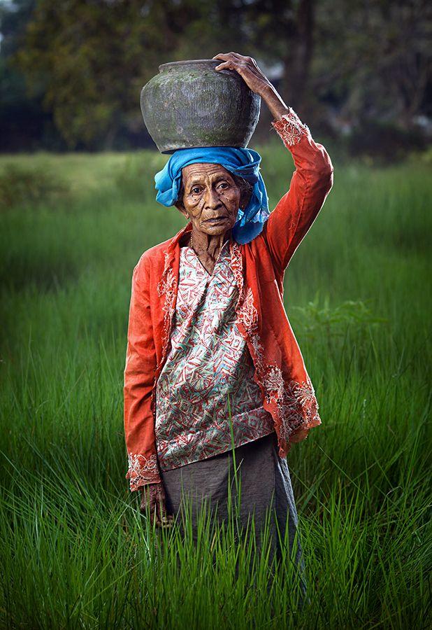 Old women walking bangladesh — img 2